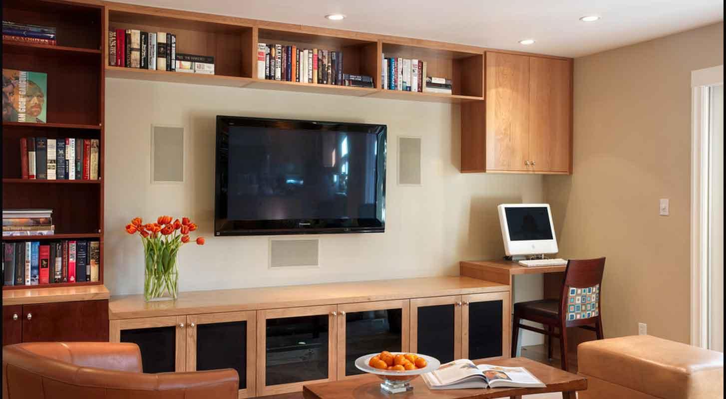 Дизайн зала с компьютерным столом фото
